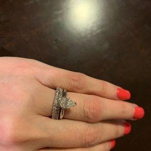 Pear shaped diamond wedding set